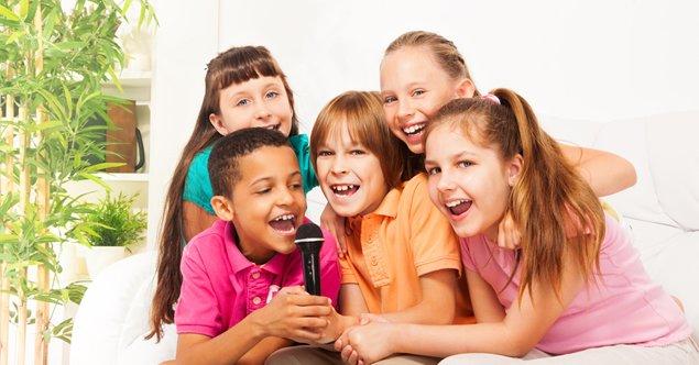 cantar ajuda a aprender linguas