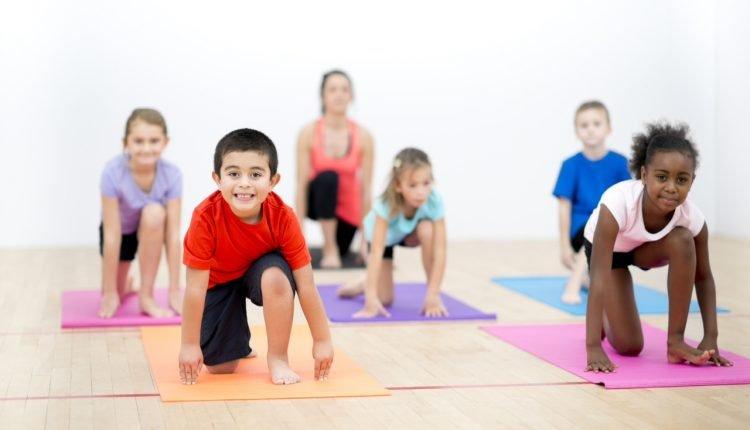 Yoga na Infância, um projeto que ensina a brincar
